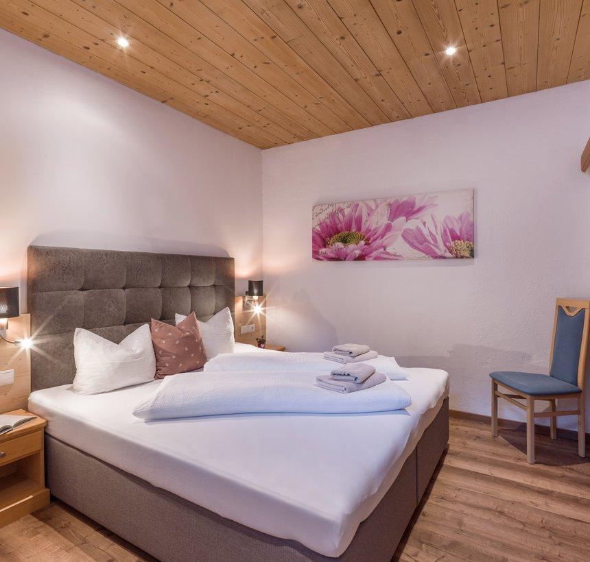 Comfortable bedroom in Apt. type 2 - Kalle's Apartments ©Hannes Darbernig Fotografie