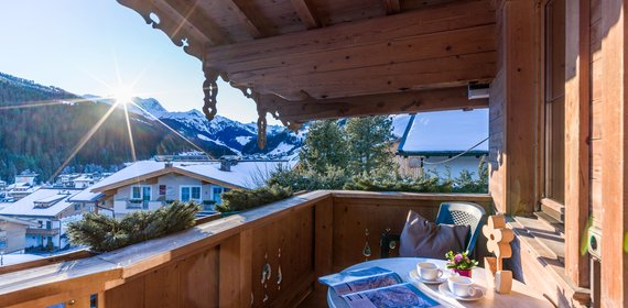 Balcony with magnificent panorama in Apt. type 2 - Landhaus Casper ©Hannes Dabernig Fotografie