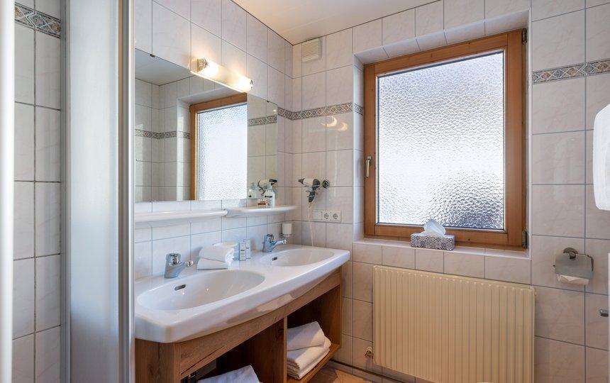 Bathroom in Apt. type 2 - Landhaus Casper ©Hannes Dabernig Fotografie