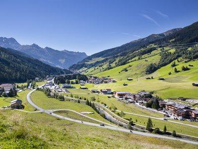 Ausblick Dorf Sommer ©Johannes Sautner (Zillertal Arena)